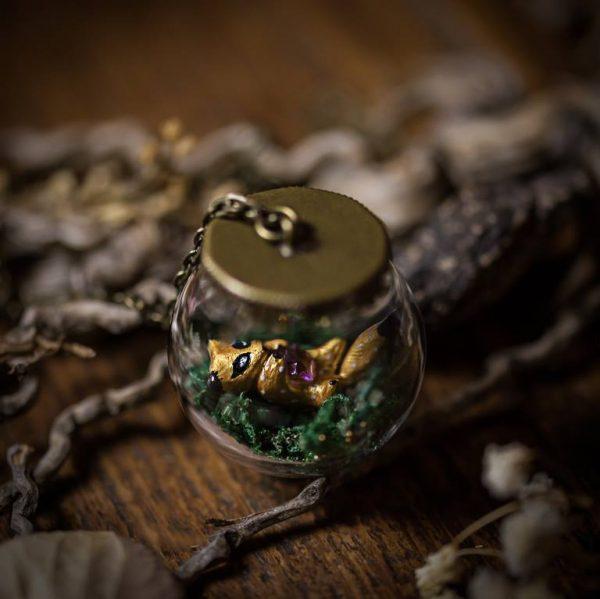 collier globe verre renard polymere doré mousse