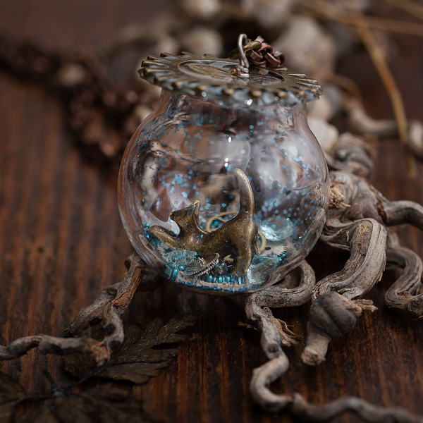 collier globe verre chat bleu paillettes rouage
