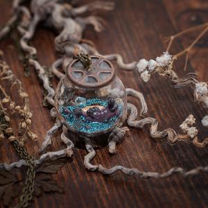 collier globe verre bleu ornithorynque paillettes