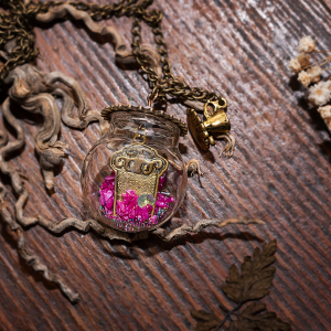 collier globe, cupcake, thé, paillettes, rose