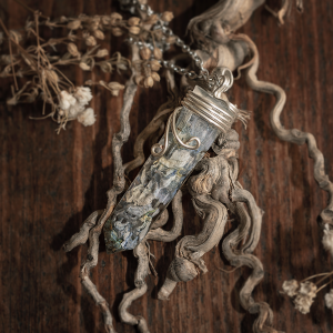 Collier pendule resine hortensias bleu