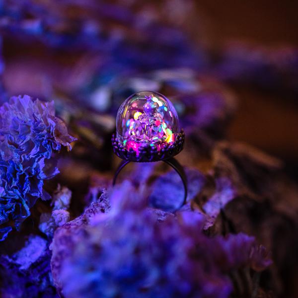 bague dome verre confettis fluorescent