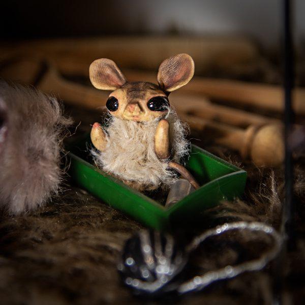 miniature artdoll souris pate polymere fausse fourrure beige