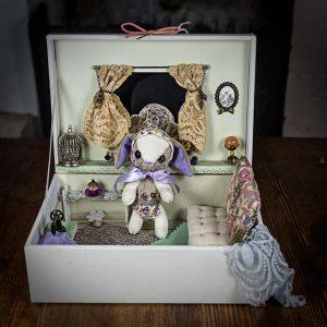 boite miniature campagne peluche lapin couture dentelle