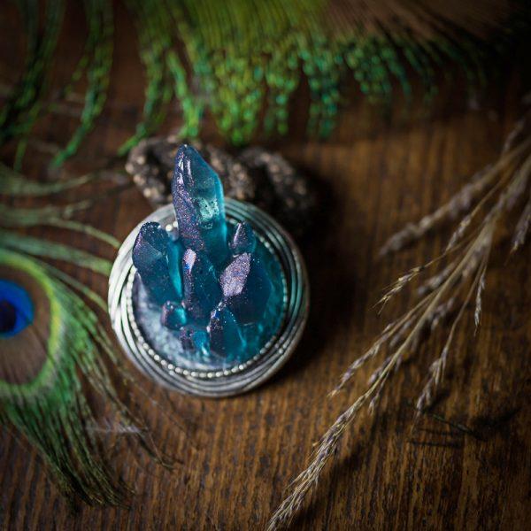 broche cristaux bleus resine argentée