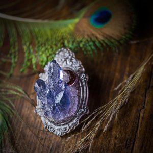 broche resine cristaux paillettes holographique bleu mauve gris cadre