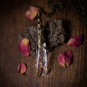 collier pendule resine fleurs séchées phosphorescent