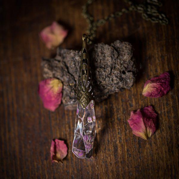 collier pendule resine rose phosphorescent fleur séchée