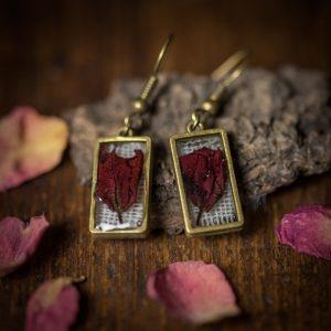boucles d'oreilles resine bronze plantes séchées rouge lin tissu