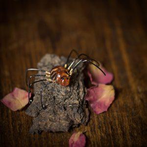 boucle d'oreille araignée resine orange dorée