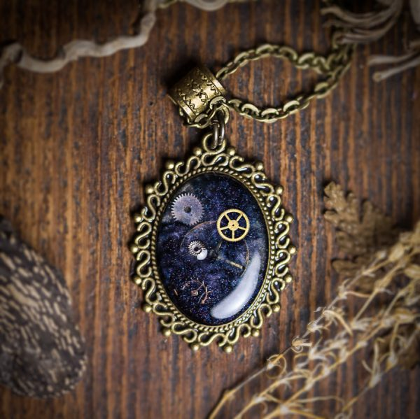 collier galaxy rouages resine