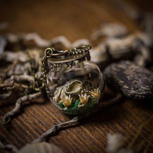 collier globe verre crane fleur immortelle