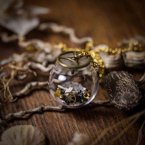 collier globe verre chat paillettes noir blanc doré