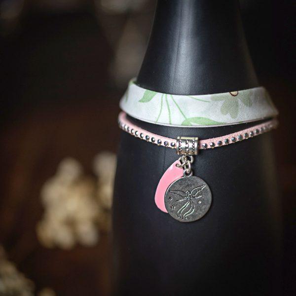 bracelet tissu suedine rose medaille ange