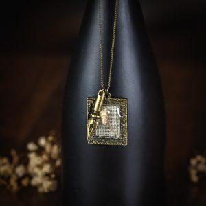 collier cadre bronze lin resine fleur séchée plume