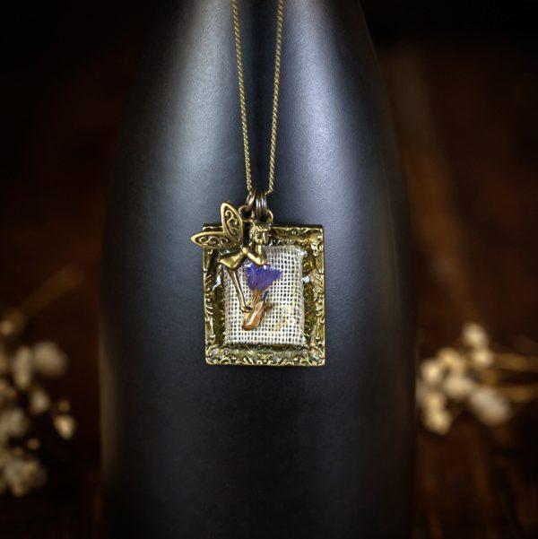 collier cadre bronze resine lin tissu fée fleur séchée