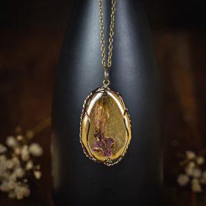 collier de style ancien fleur séchée paillettes bronze