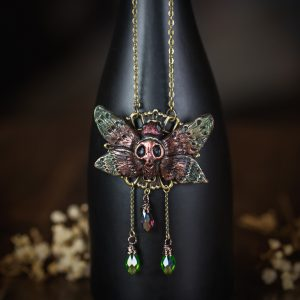 collier estampe bronze papillon resine verre rouge vert