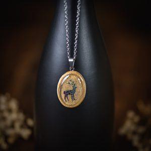 collier resine bois cerf paillettes argenté