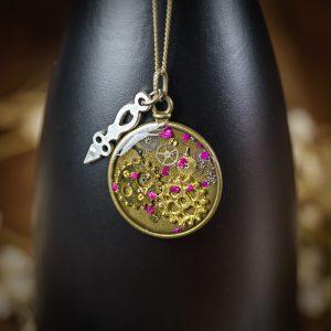 collier montre a gousset rouages horloge resine bronze