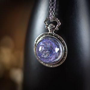 collier galaxy mauve resine bleu montre a gousset argenté