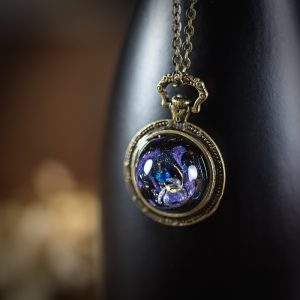 collier galaxy resine bleu bronze doré paillettes montre a gousset
