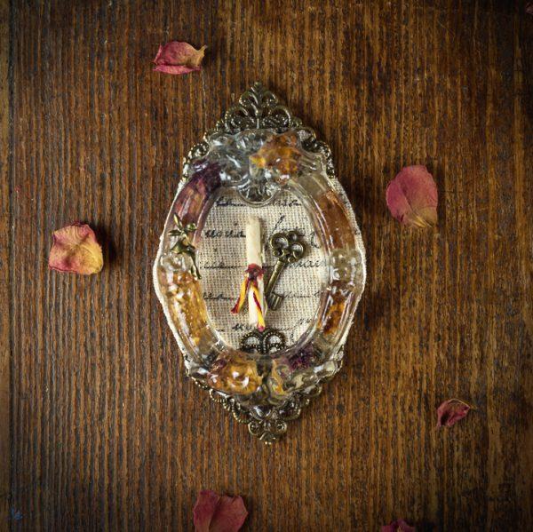 mini cadre clé clef resine fleurs séchées parchemin lin