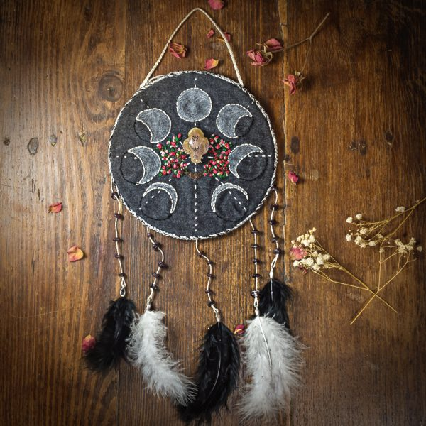 decoration murale dreamcatcher attrape reves crane resine tissus broderie main