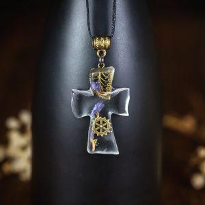 collier croix en resine