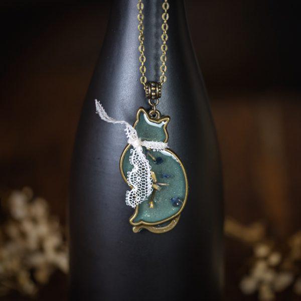 collier chat resine bleu sodalite dentelle