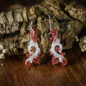 Boucles d'oreilles arabesques resine rouge blanc